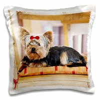 【3droseリナピロ 犬 Yorkie。ヨークシャー・テリア。Cute Puppy with Red Bow。Playful Dog。 枕ケース 16x16 inch Pillow Case pc...