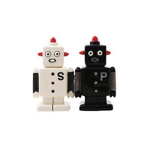 Campy Robots Salt and Pepper Shaker Set – 手塗りMagnetizedセラミックby Pacific Giftware