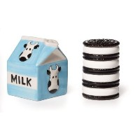 Pfaltzgraff Milk and Cookies Salt and Pepper Set