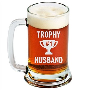 Engraved Beer Mug–Trophy Husband–16オンス–クリアガラス–面白いギフトfor Men and Women by Sandblast Creations