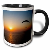 3drose Danita Delimont – Ali Kabas – Aircraft – Paramotor flying at sunset、トルコエーゲ海、Western – マグカップ...