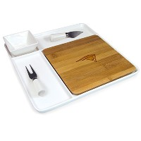 NFL Homegating Peninsula Serving Tray withカッティングボードとチーズツール ブラウン