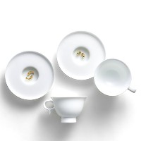 Zens Bone ChinaホワイトCup and Saucer Set of 2, with Golden Fish & Chicks装飾、コーヒーエスプレッソお茶カップ