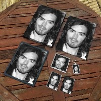 RUSSELL BRAND - オリジナルアートギフトセット #js001 (A4キャンバス - A4プリント - コースター - 冷蔵庫マグネット - キーリング - マウスマット -...