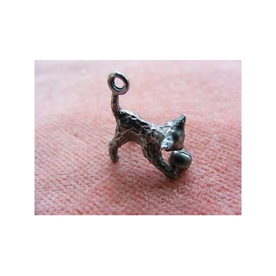 【送料無料】ネコ 猫 ネックレス vintage sterlingcharm cat playing ballvintage sterling silver charm cat playing...