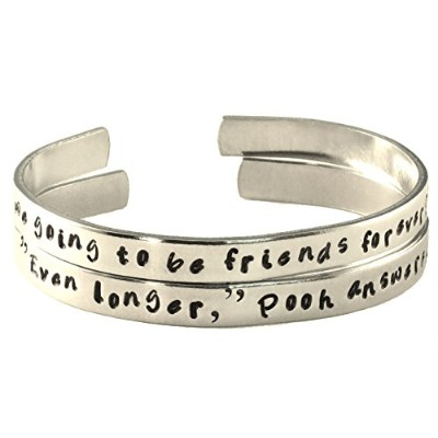 Personalizedフレンドシップブレスレットのセット2つ – Winnie the Pooh and Piglet – Hand StampedアルミCuff