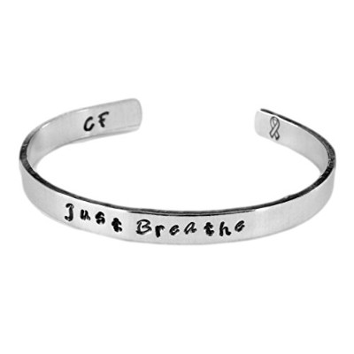 Just Breathe – Hand Stamped 1 / 4インチブレスレット – Cystic Fibrosis Awareness