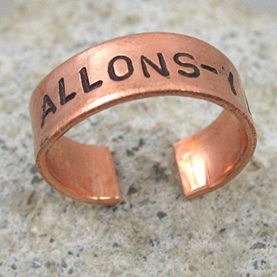 Doctor Who Inspiredリング–allons-y 。–Hand Stamped調節可能な明るい銅リング、A Foxwise元