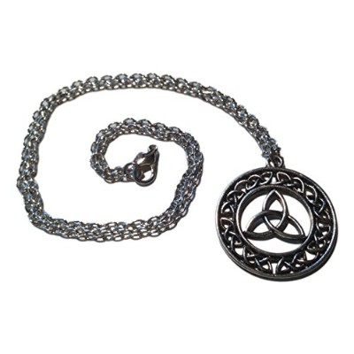 Intricately Designed Celtic Triquetraペンダントネックレスin Silver Tonedオーバーレイ