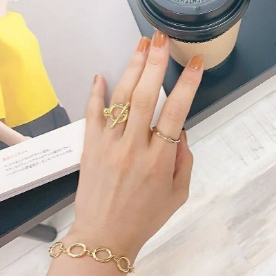 circle chain ring [821J]/イズントシー(Isn't She?)