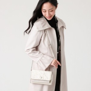 【TO BE CHIC】 パールウォレットポシェット オフホワイト