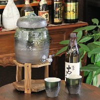 【10%OFFクーポン】◆文字入れ可◆2升用信楽焼焼酎サーバー カップ 2客付き 焼酎が美味しくなると評判の陶器サーバー 信楽焼サーバー 陶器焼酎サーバー 名入れ ギフト ss-0081