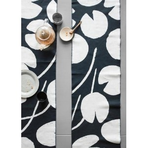 FINE LITTLE DAY   WATER LILIES TABLE RUNNER - NAVY/WHITE   テーブルランナー