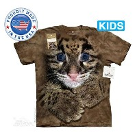 The Mountain Tシャツ The Smithsonian Clouded Leopard Cub (The Smithsonian ヒョウ 豹 キッズ 子供用)【輸入品】半袖