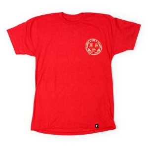 FAMOUS SAS Tシャツ ROSA BADGE 赤 (フェイマス)(FAMOUS STARS AND STRAPS)
