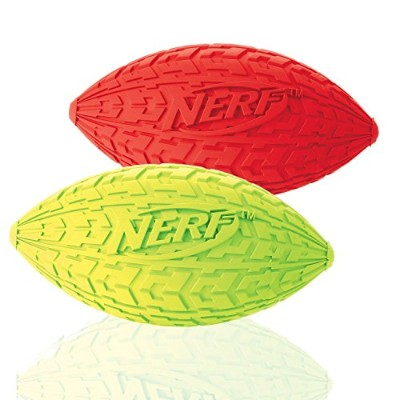 Nerf Dog (2-Pack) Tire Squeak Football Dog Toy, Red/Green, Small [並行輸入品]