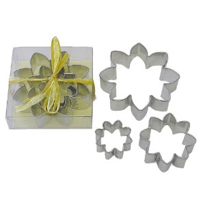 R & M Daisy Shaped 3 Piece Cookie Cutter Set by R&M
