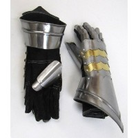 REAL SIMPLE...A HANDTOOLED HANDCRAFTED GAUNTLET ARMOR PAIR!! by HANDMADE BY ARTISAN [並行輸入品]