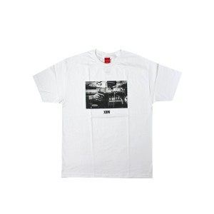 V/SUAL x 13TH WITNESS STICK UP TEE【VI15FT13-WH-WHITE】