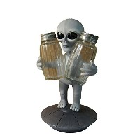Roswell Alien Salt and Pepperホルダーby DWK | Extraterrestrial Tabletop表示とホームデコレーション
