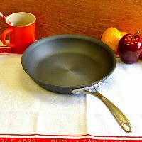カルファロン 直径25cm フライパンCalphalon 10-in. Commercial Hard-Anodized Omelette Pan 1800601