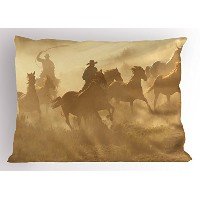 Western Pillow Sham by lunarable、Galloping Running Horses in Desert 2つCowboysロープ状Dusty Wild Rural...