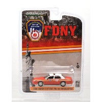 """GREENLIGHT 1:64 HOTPURSUIT """"FORD CROWN VICTORIA POLICE INTERCEPTOR"""" FIRE DEPARTMENT CITY OF NEW..."""
