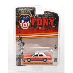 "GREENLIGHT 1:64 HOTPURSUIT ""FORD CROWN VICTORIA POLICE INTERCEPTOR"" FIRE DEPARTMENT CITY OF NEW..."