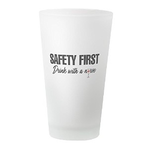 CafePress – Safety First Drink with a nurse – パイントガラス、16オンスDrinkingガラス