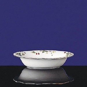 Wedgwood Wild Strawberry # r4406 Oval Vegetable