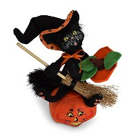 Annalee 6 in Witch Kitty On Pumpkin