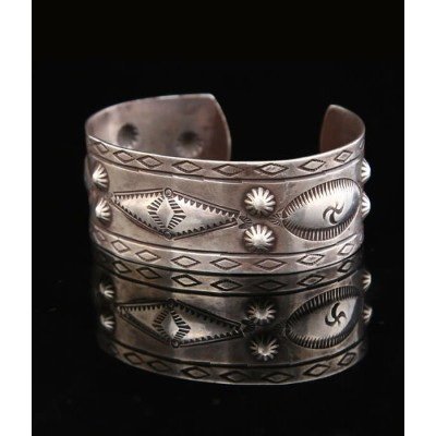 Native American Jewelry / ネイティブ アメリカン ジュエリー : 1940's CUFF NAVAJO HAND STAMPED : バングル インディアンジュエリー...
