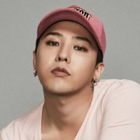 予約販売  [ 8SECONDS ]  8SECONDS X G-DRAGON : DRAGON GRAPHIC CAP (PINK) 全国送料無料  JA201608 JA201609